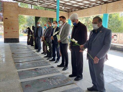 در رسانه | گرامیداشت یاد شهدا و رزمندگان وظیفه مسئولان و آحاد ملت ایران است