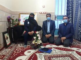 حضور مدیر کل بهزیستی خوزستان در منزل بانوی قهرمان پارالمپیک ۲۰۲۰