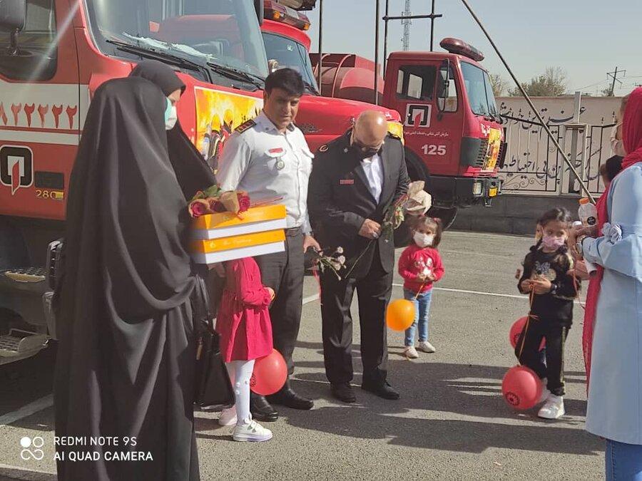 شهرقدس  حضور رئیس بهزیستی شهرستان در ایستگاه آتش نشانی
