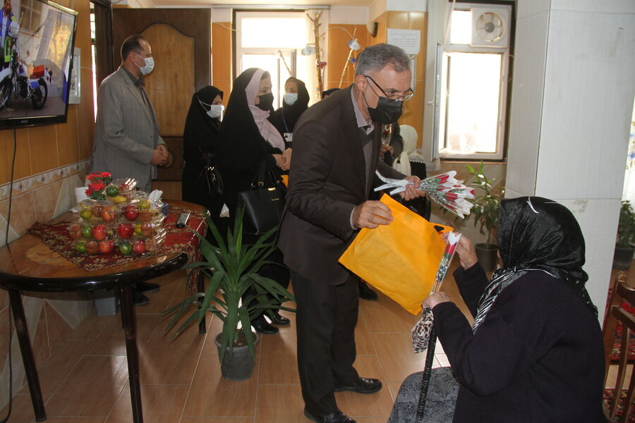 گزارش خبری ا دیدار رئیس دانشگاه علوم پزشکی اردبیل  به اتفاق مدیر کل بهزیستی  استان از سالمندان مرکز توانبخشی و مراقبتی شبانه روزی