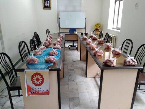 گزارش تصویری/ اهدای گوشت قربانی بین مددجویان بهزیستی کلیبر