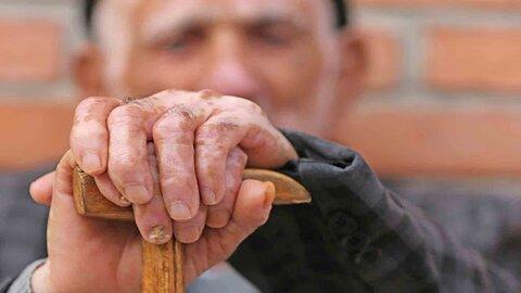 رئیس اداره بهزیستی شهرستان جیرفت گفت: در حال حاضر جمعیت سالمندان شهرستان جیرفت حدود ۲۱ هزار نفر است.