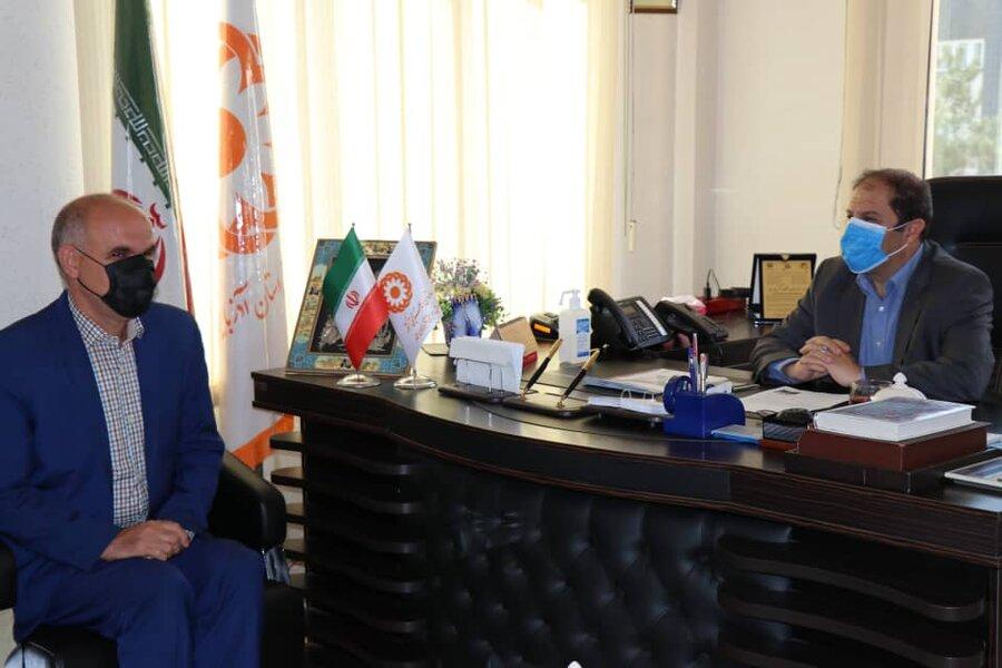 تجلیل از کارمند روشن دل شاغل در اداره کل بهزیستی آذربایجان غربی