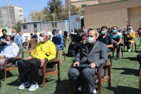 همایش بزرگ ورزشی نابینایان و کم بینایان استان کرمان به مناسبت بزرگداشت هفته پارالمپیک و روز جهانی عصای سفید با حضور جمعی از نابینایان و کم بینایان است